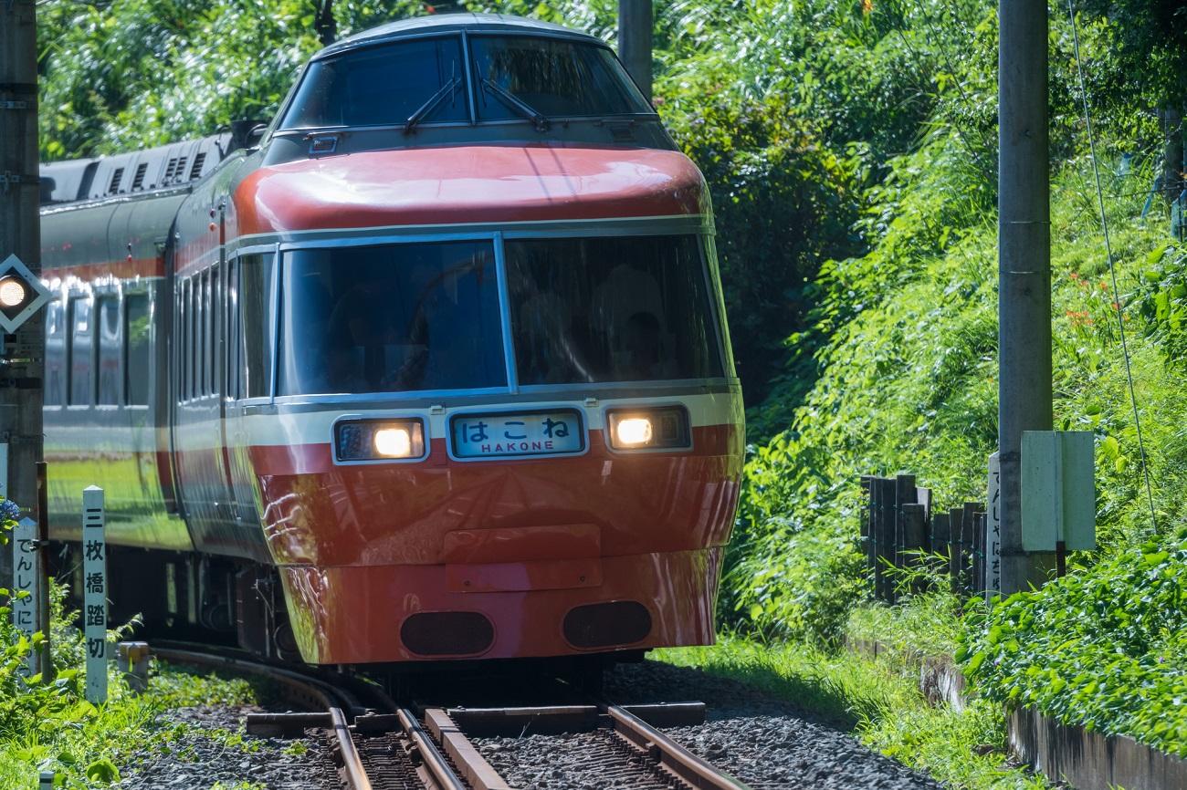 記事小田急ロマンスカーLSE 定期運行終了のイメージ画像