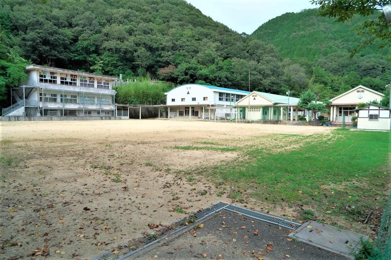美作市立巨勢小学校
